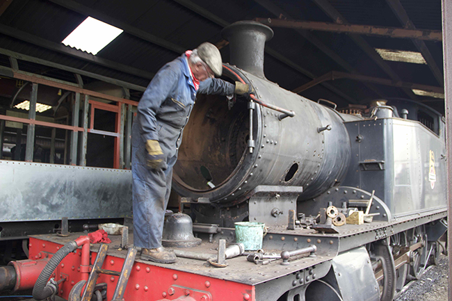 5526 being dismantled in the running shed