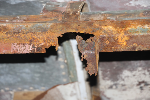 Extent of corrosion to cant rail.